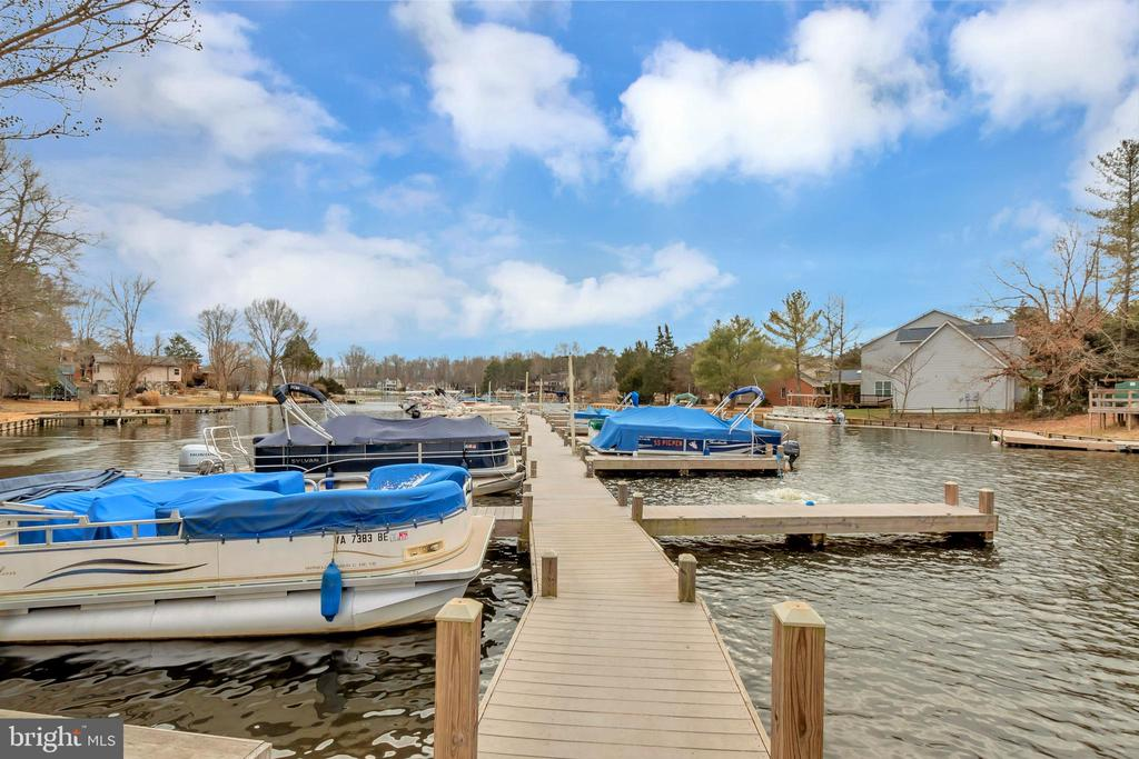 Small marina within walking distance - 1406 LAKEVIEW PKWY, LOCUST GROVE