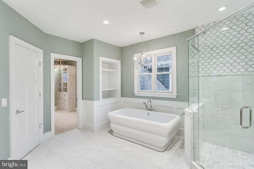 Elegant Bathrooms - 11701 VALLEY RD, FAIRFAX
