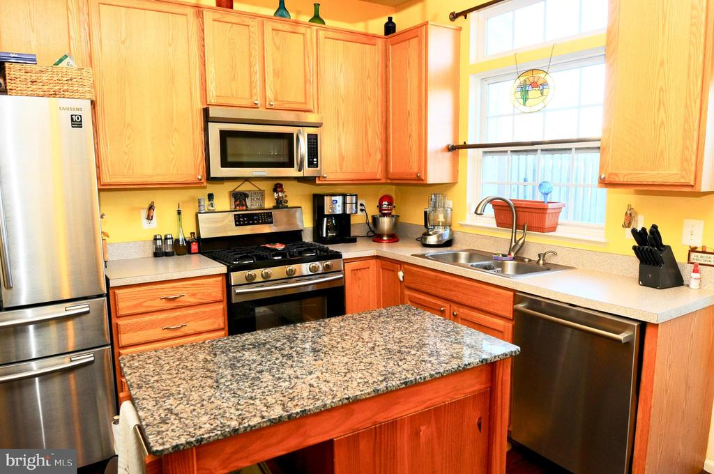 KITCHEN WITH STAINLESS APPLIANCES - 20968 KILLAWOG TER, ASHBURN