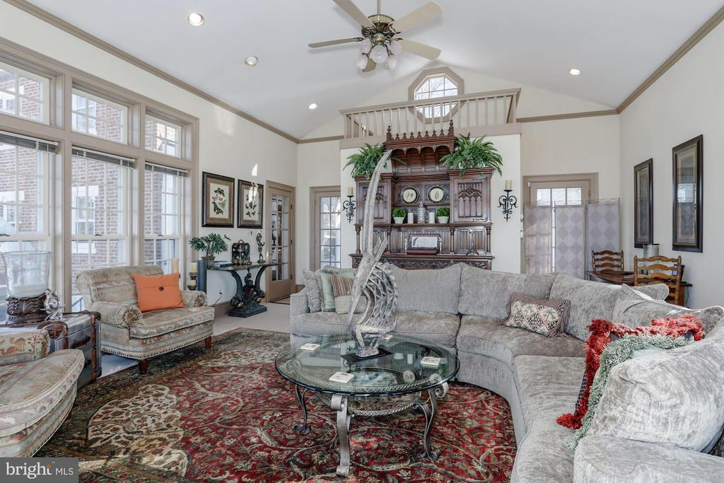 High ceilings and room to unwind in. - 40041 HEDGELAND LN, WATERFORD