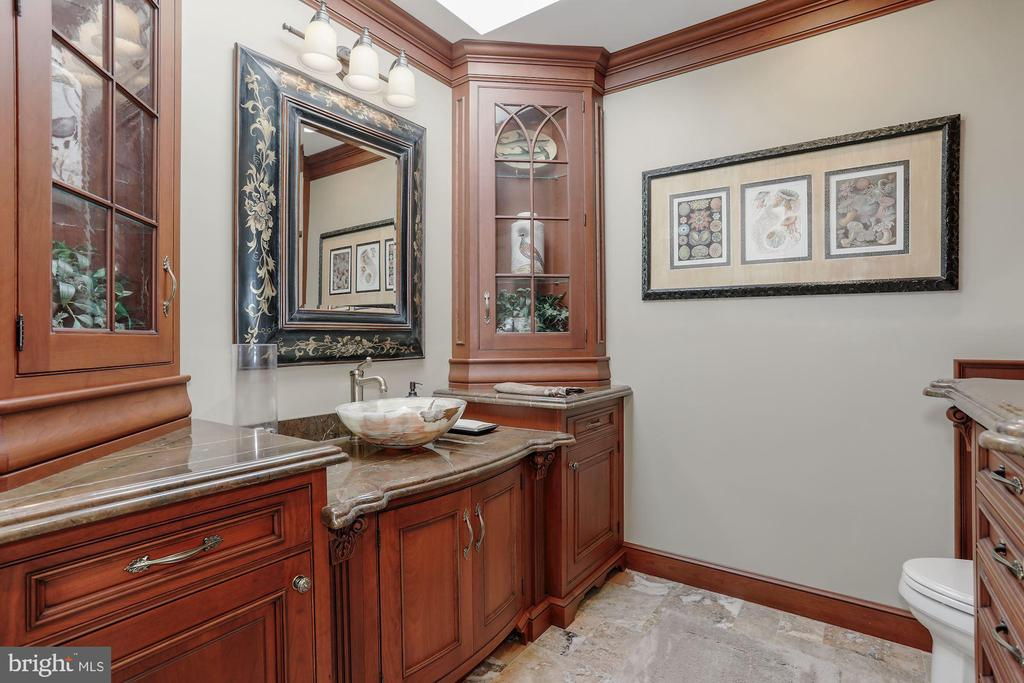 Updated powder room - 40041 HEDGELAND LN, WATERFORD
