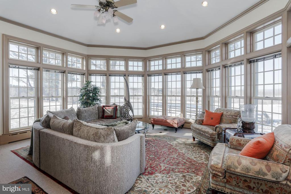 Large Family/Sun Room offers stunning views. - 40041 HEDGELAND LN, WATERFORD