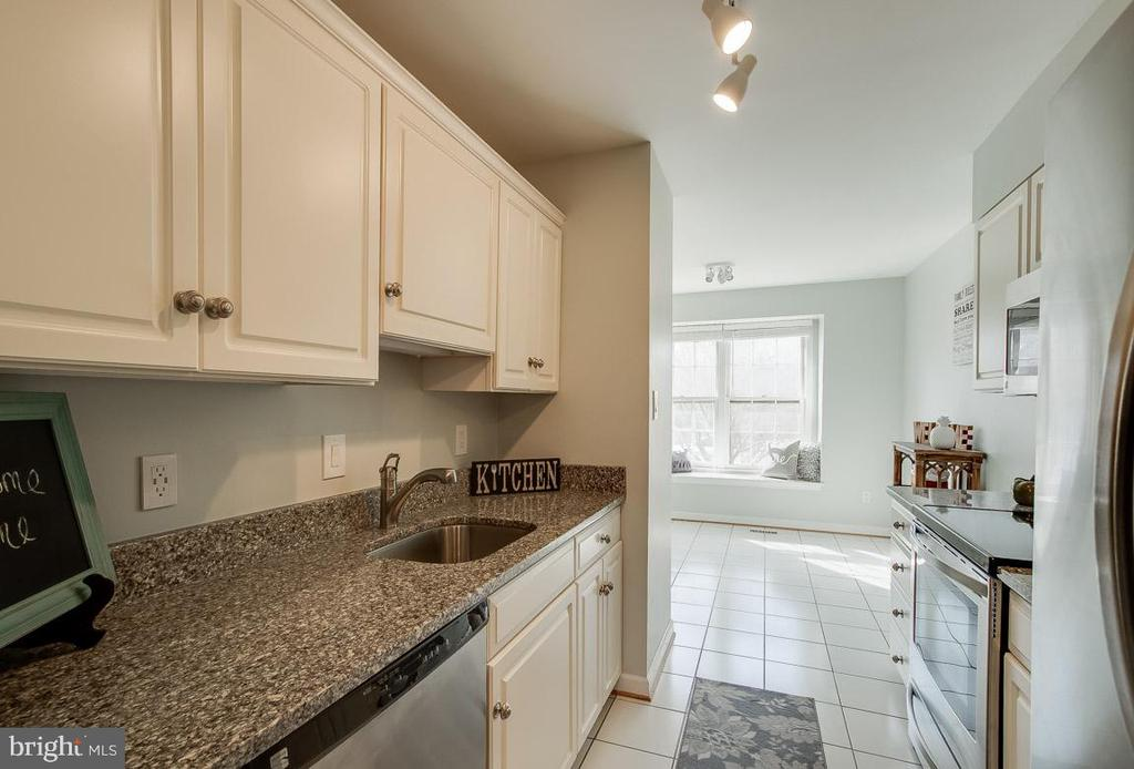 Kitchen appliances replaced 11/2017 - 9920 WHITEWATER DR, BURKE