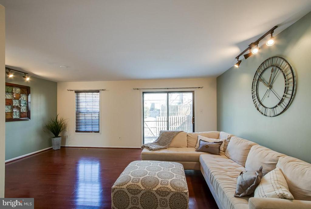 Living Room - 9920 WHITEWATER DR, BURKE