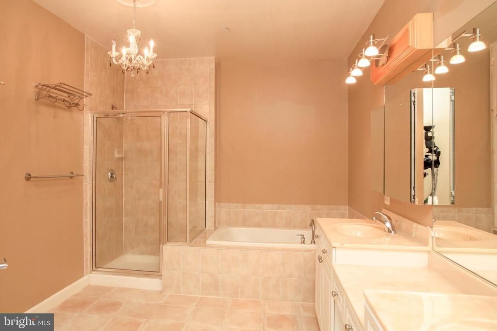 Master Bath with Separate  Shower & Tub - 440 BELMONT BAY DR #104, WOODBRIDGE