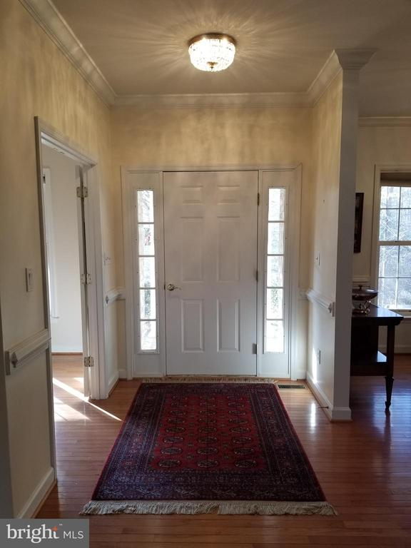 Large inviting Hardwood Foyer - 5 DEEP RUN RD, FREDERICKSBURG