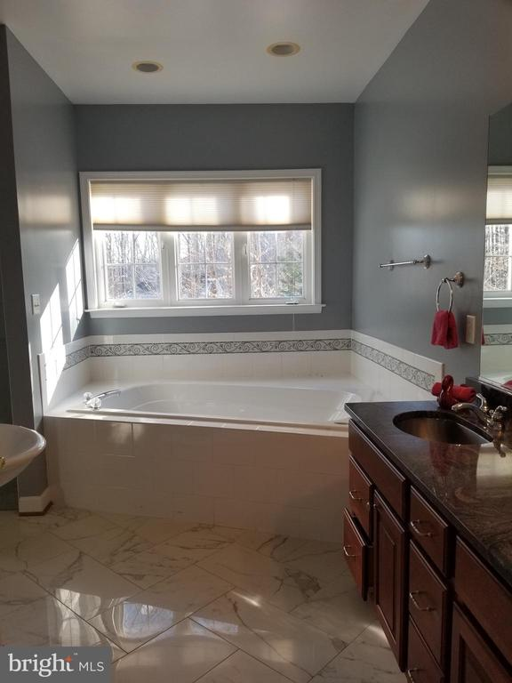 MBA Over Sized Jacuzzi Soaking Tub - 5 DEEP RUN RD, FREDERICKSBURG