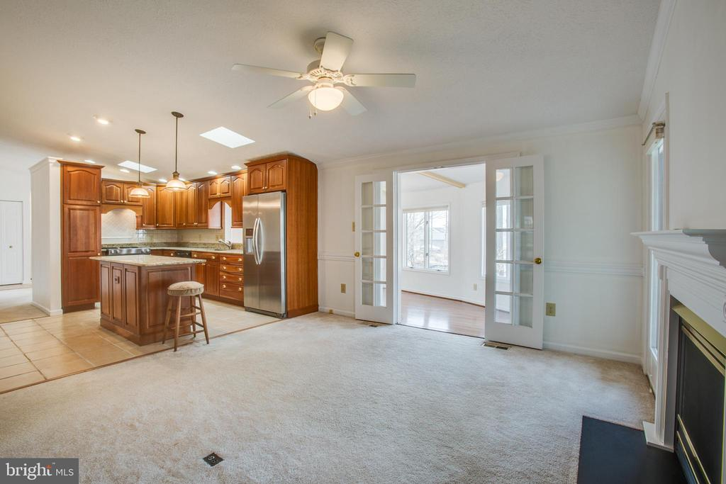 Kitchen/LR features a vaulted ceiling. - 232 BIRCHSIDE CIR, LOCUST GROVE