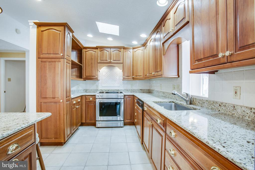 Cabinets and  Drawers to fill w/cooking essentials - 232 BIRCHSIDE CIR, LOCUST GROVE
