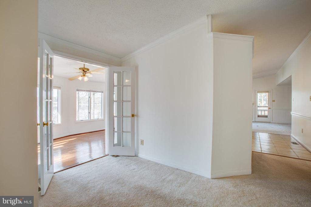 Area leading out to Sunroom, off the Kitchen. - 232 BIRCHSIDE CIR, LOCUST GROVE
