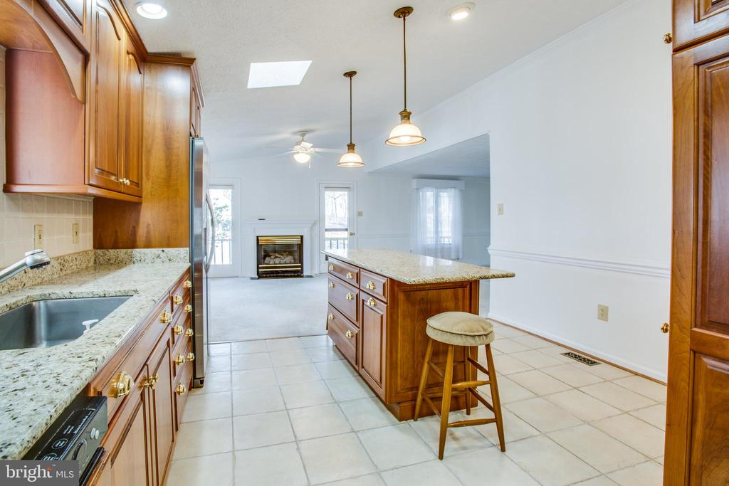 Loads of Cabinets including a built-in pantry! - 232 BIRCHSIDE CIR, LOCUST GROVE