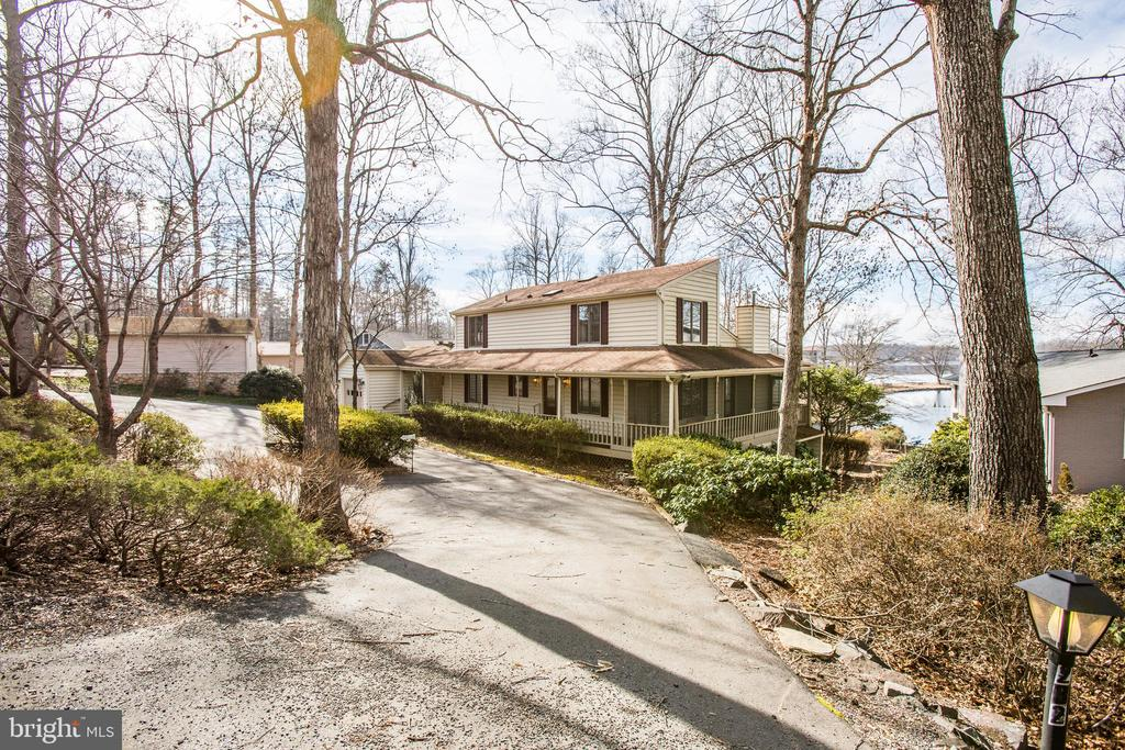 So Nice to come home to this peaceful escape! - 232 BIRCHSIDE CIR, LOCUST GROVE