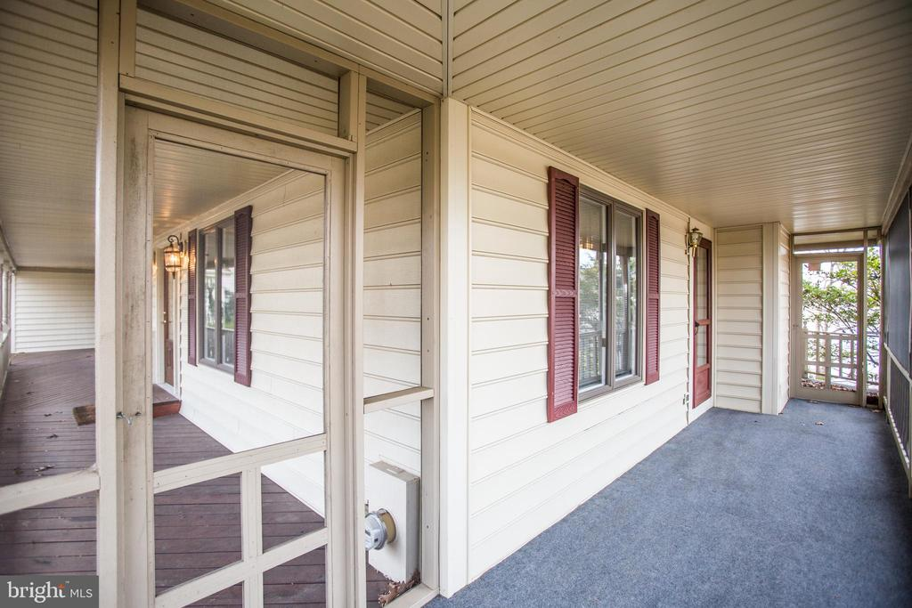 Side, Screened-In Porch. - 232 BIRCHSIDE CIR, LOCUST GROVE