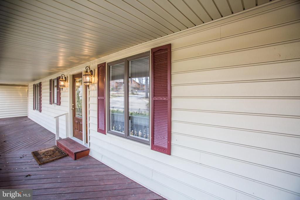 Full Front Porch. - 232 BIRCHSIDE CIR, LOCUST GROVE