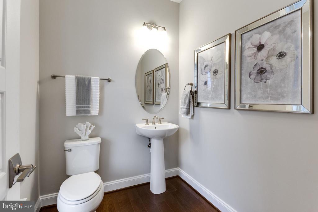 Half Bath Main Level - 7108 27TH RD N, ARLINGTON