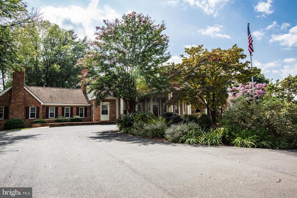 Lake of the Woods  Amenities and Features - 232 BIRCHSIDE CIR, LOCUST GROVE