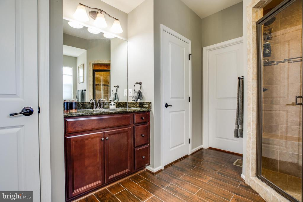 Separate cherry vanities & walk-in shower w/bench - 98 GENEVIEVE CT, FREDERICKSBURG