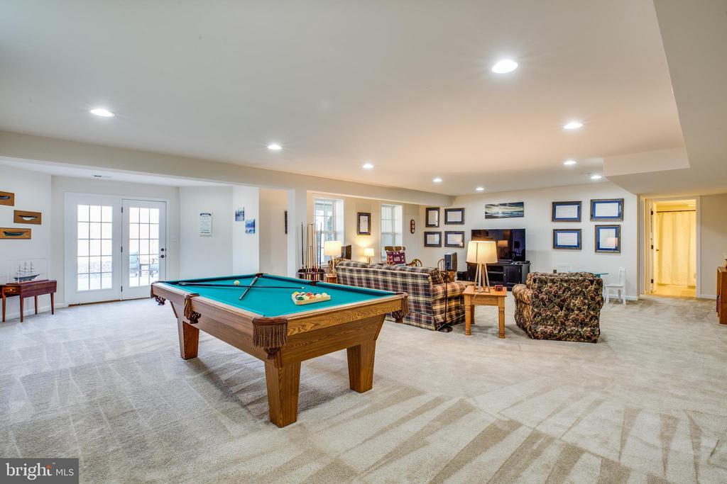 Entertainers dream! Large rec room leads to patio - 98 GENEVIEVE CT, FREDERICKSBURG