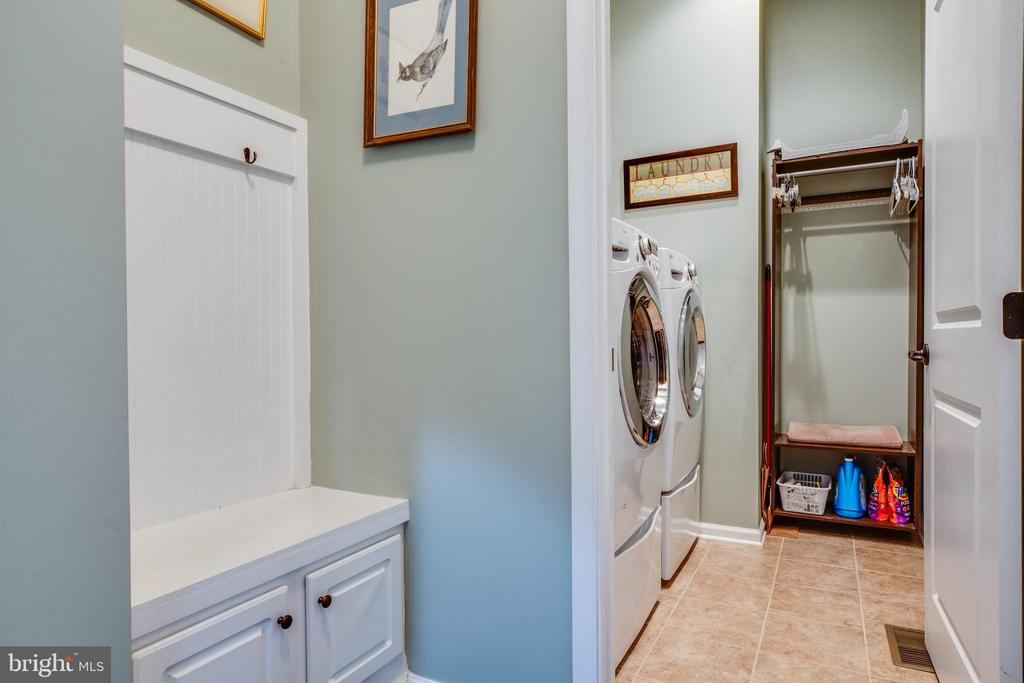 Main level mudroom and laundry room - 98 GENEVIEVE CT, FREDERICKSBURG