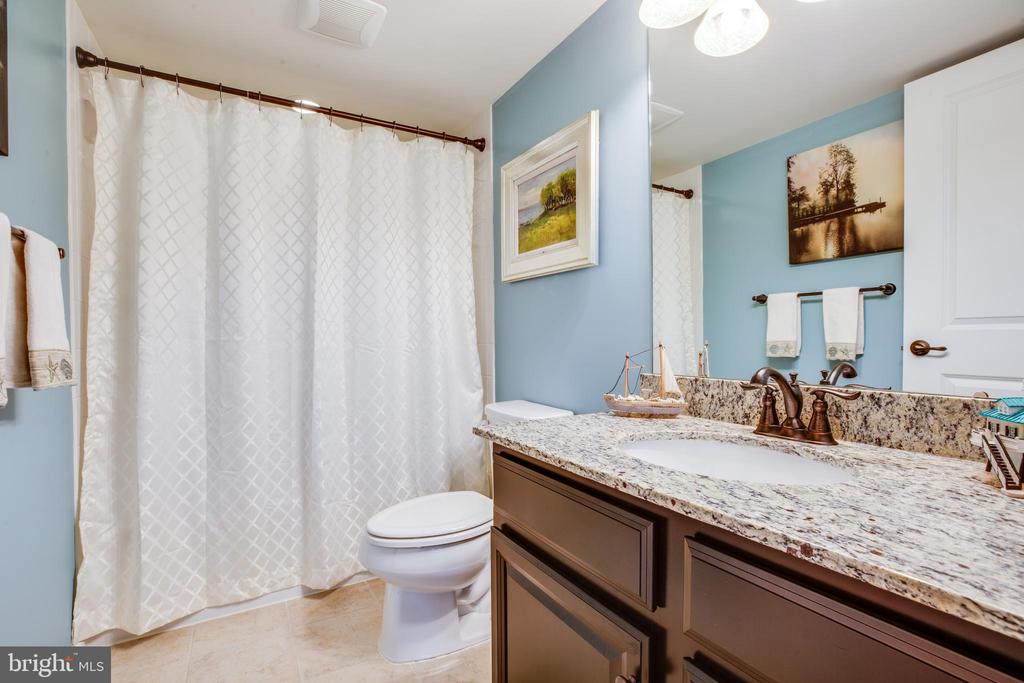 Basement full bath w/granite counters & tile floor - 98 GENEVIEVE CT, FREDERICKSBURG
