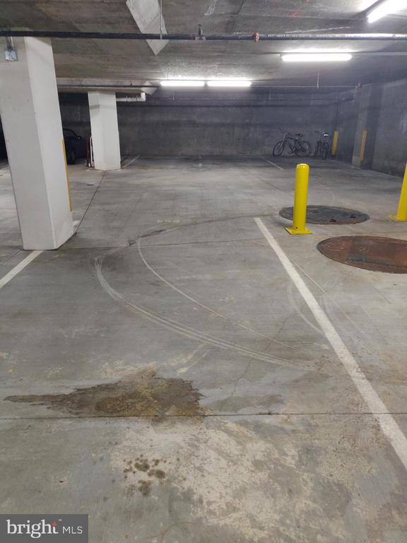 Includes assigned and secure garage parking - 4480 MARKET COMMONS DR #613, FAIRFAX