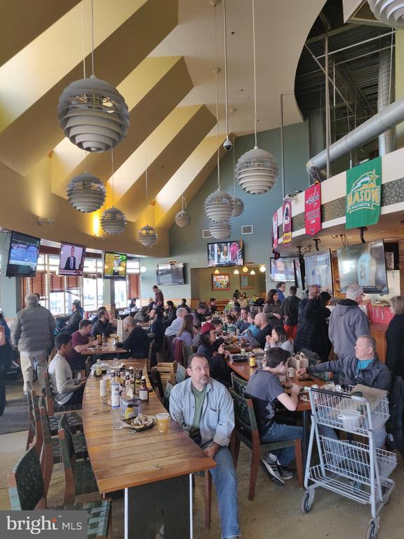 Whole Foods Sports Bar - 4480 MARKET COMMONS DR #613, FAIRFAX