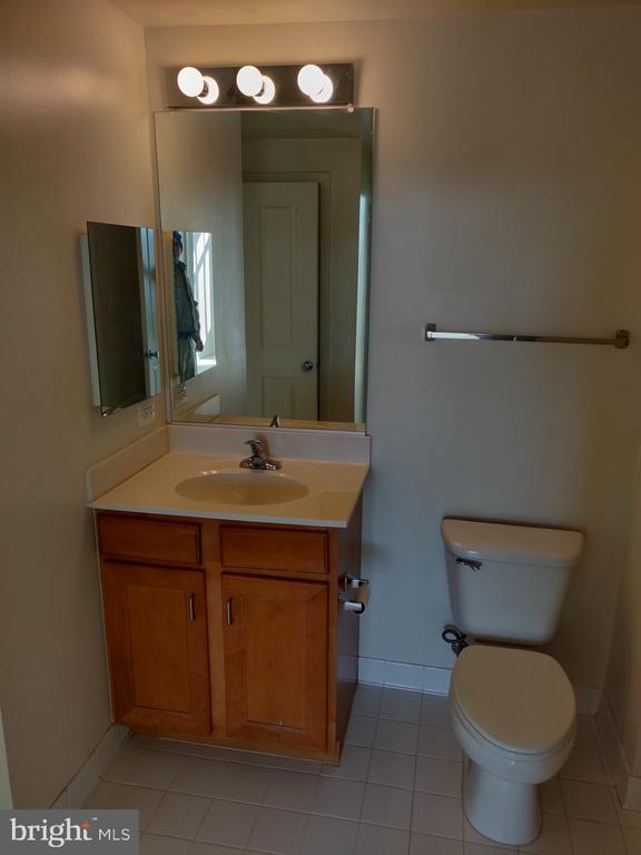 Large Bathroom - 4480 MARKET COMMONS DR #613, FAIRFAX