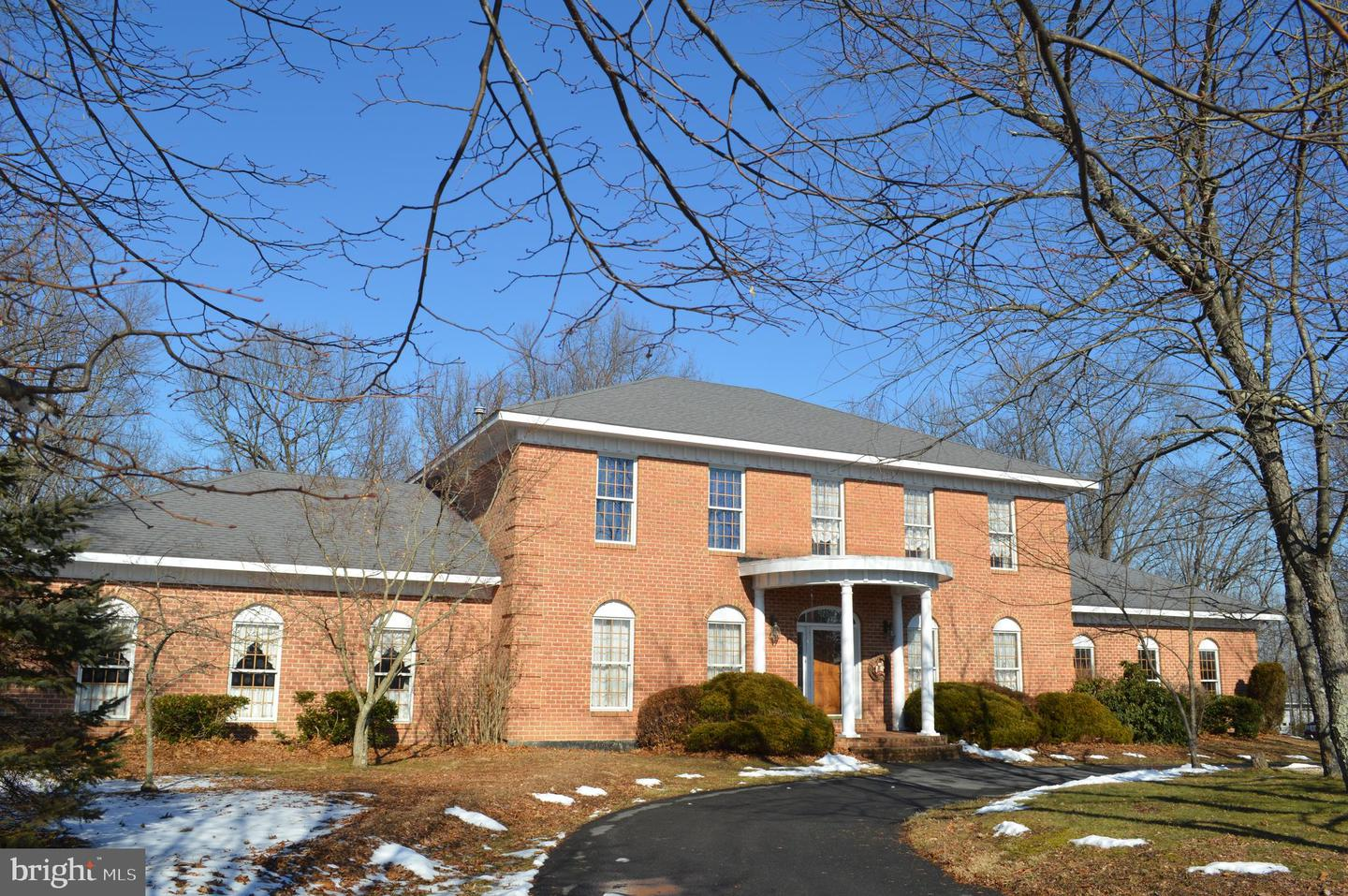 Single Family for Sale at 20 Swallow Ct Berkeley Springs, West Virginia 25411 United States