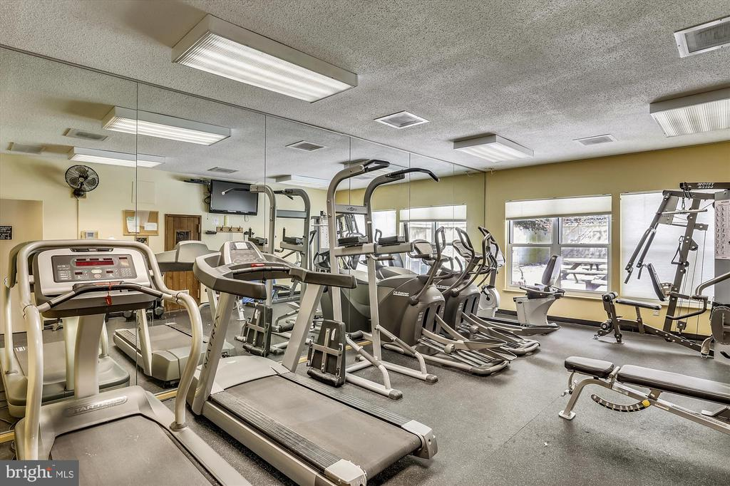 Fitness center at the Astoria - 2100 LEE HWY #114, ARLINGTON