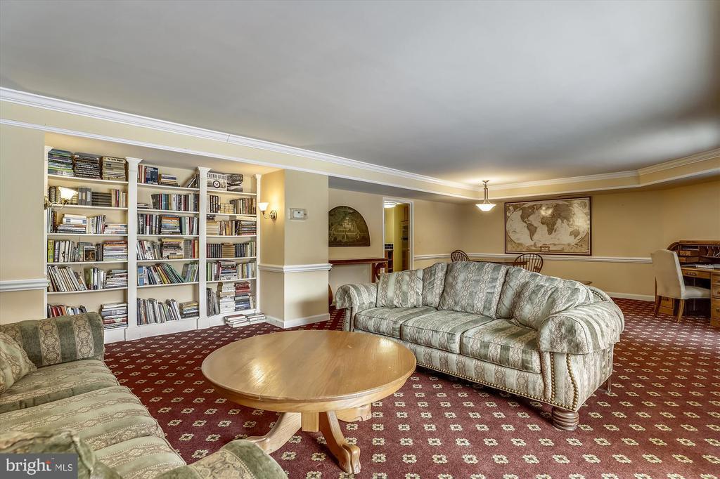 In house library - 2100 LEE HWY #114, ARLINGTON