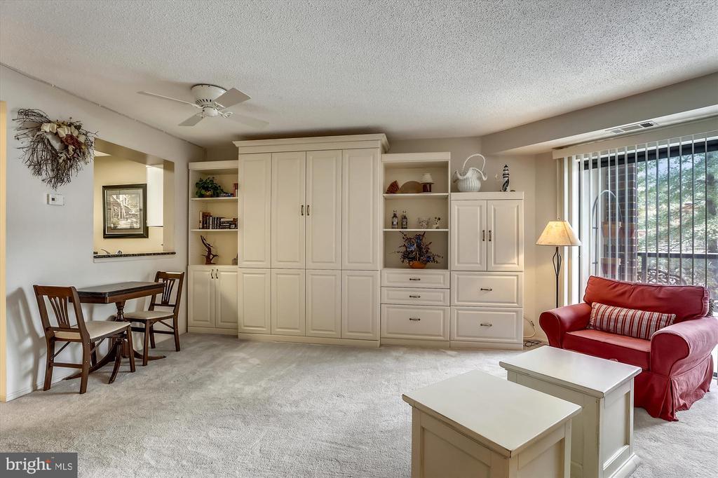Good living space in this studio apartment - 2100 LEE HWY #114, ARLINGTON