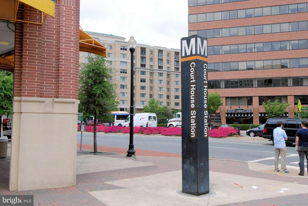 Court House. Easy commute by metro... - 2100 LEE HWY #114, ARLINGTON