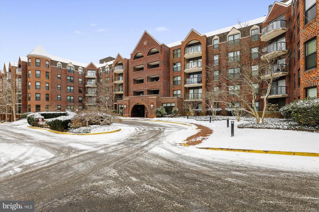 Snowy campus in January - 2100 LEE HWY #114, ARLINGTON