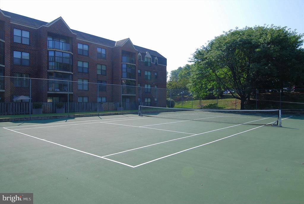 Tennis courts - 2100 LEE HWY #114, ARLINGTON