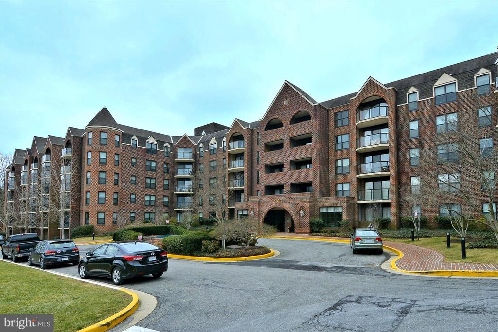 Welcome to The Astoria in the Court House area - 2100 LEE HWY #114, ARLINGTON