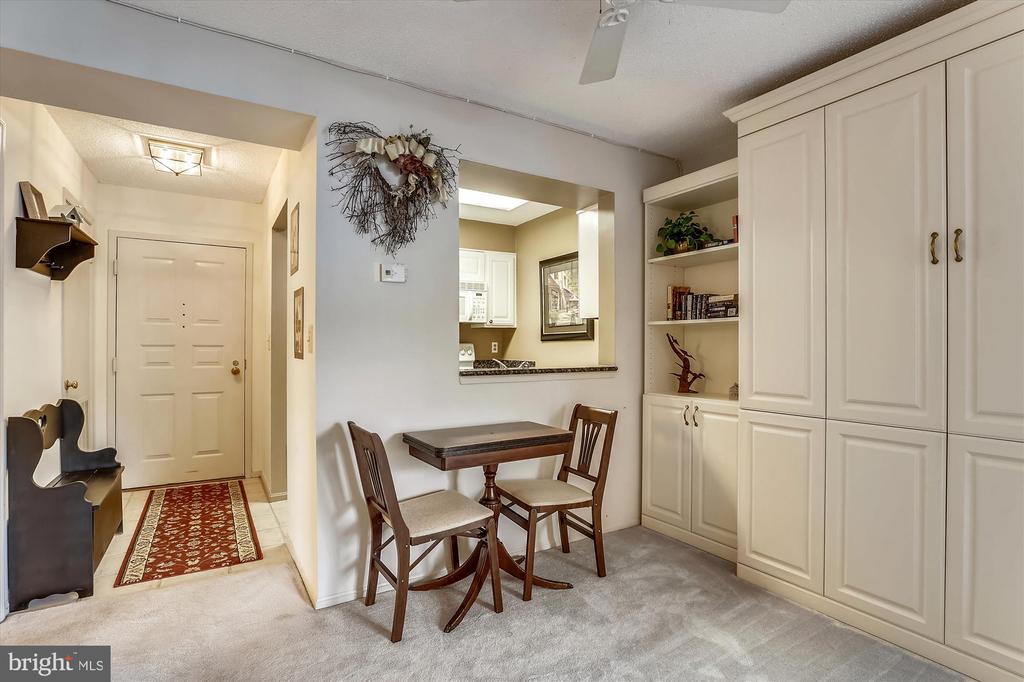 Dining space, custom cabinetry - 2100 LEE HWY #114, ARLINGTON