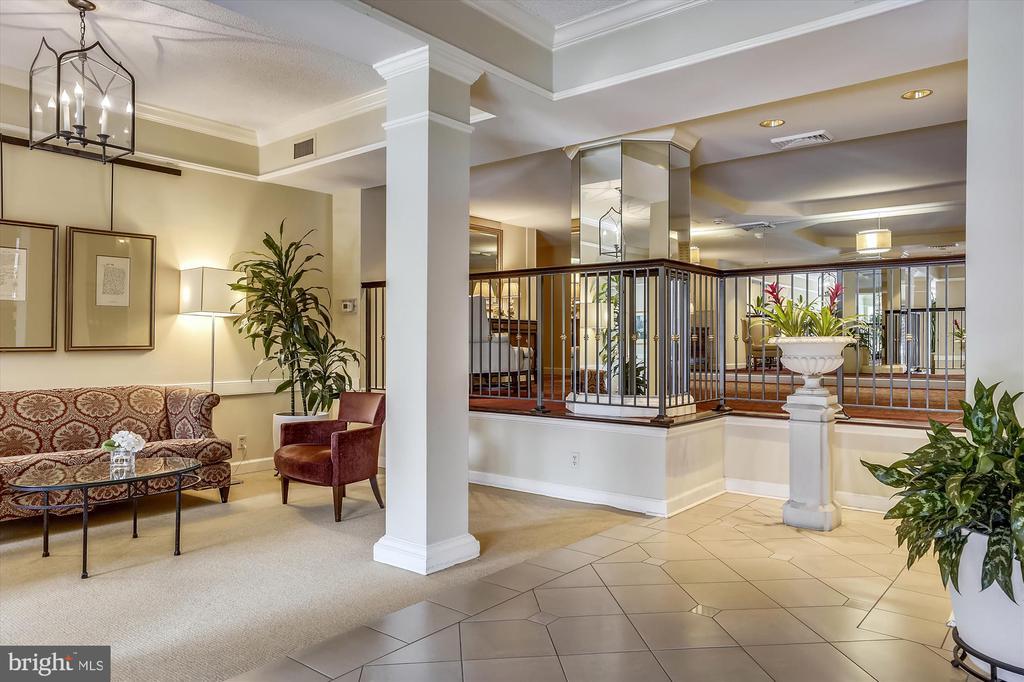 Lobby at The Astoria - 2100 LEE HWY #114, ARLINGTON