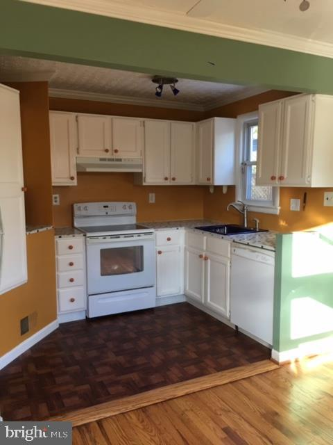 Lovely Kitchen with Multi Cabinetry & Pantry - 3719 HILL ST, FAIRFAX