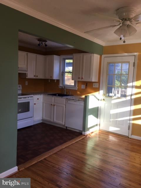 Dining area off Kitchen. Rear Exit - 3719 HILL ST, FAIRFAX