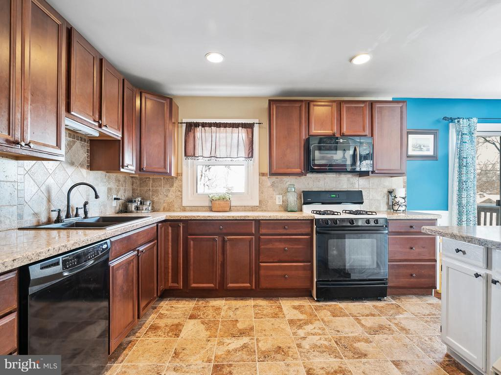 Another view of the Kitchen - 9716 LAFAYETTE AVE, MANASSAS