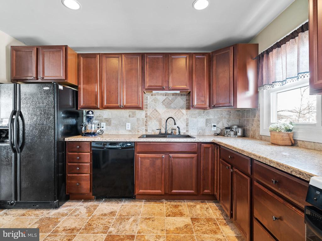 Kitchen from Dining Room - 9716 LAFAYETTE AVE, MANASSAS