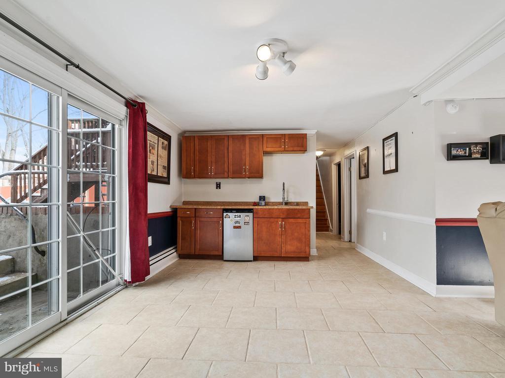 View toward tiled Basement Hallway - 9716 LAFAYETTE AVE, MANASSAS