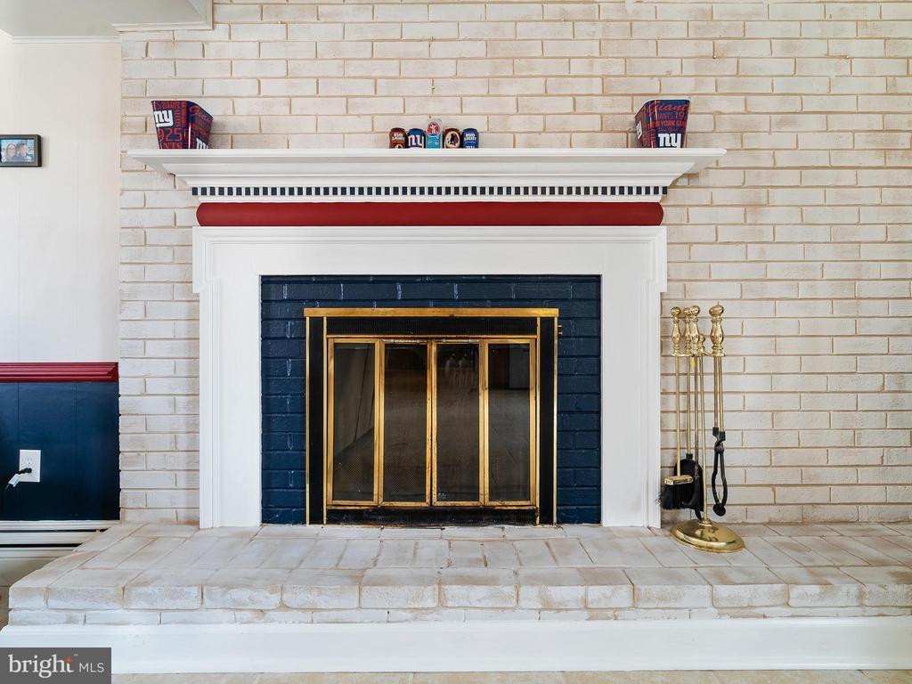 Fireplace - 9716 LAFAYETTE AVE, MANASSAS