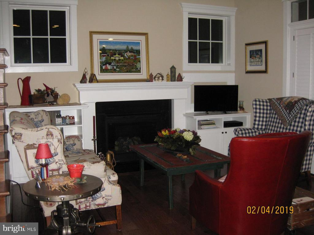 Living room with built in cabinetry around FP - 1307 N GEORGE MASON DR, ARLINGTON