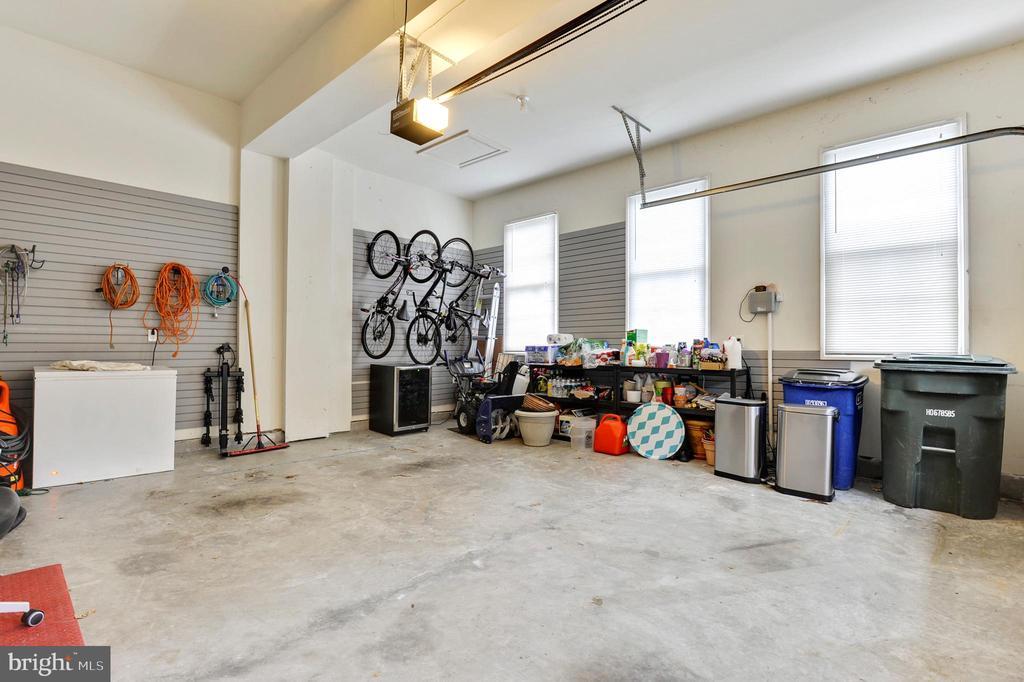 Garages - 43368 VESTALS PL, LEESBURG
