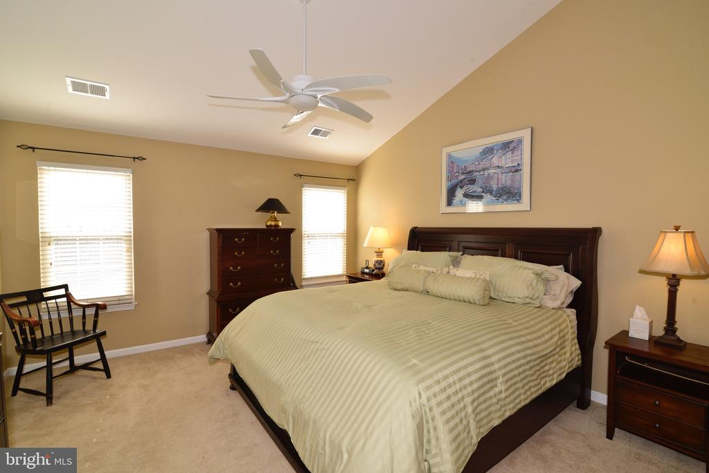 Master Bedroom with vaulted ceiling - 12171 TRYTON WAY, RESTON