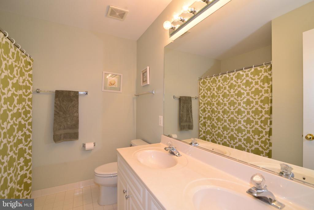 Upper hallway full bath with double sinks - 12171 TRYTON WAY, RESTON