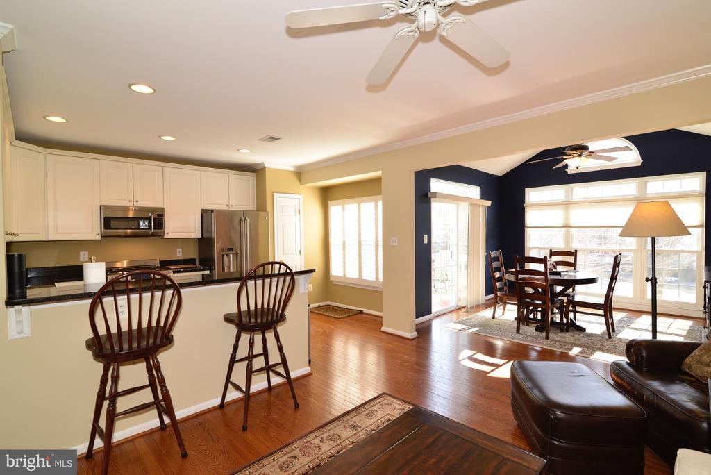Spacious kitchen area with open floor plan - 12171 TRYTON WAY, RESTON