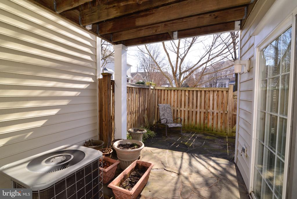 Fenced back yard and patio - 12171 TRYTON WAY, RESTON
