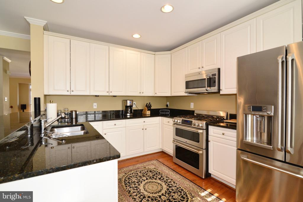 Stainless Steel appliances and granite countertops - 12171 TRYTON WAY, RESTON